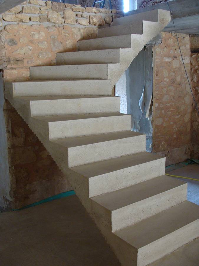 Ma on beton cir ma on en dordogne for Escalier beton design